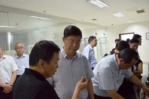 刘忠范院士率队调研济宁市石墨烯产业  洽谈政研企合作