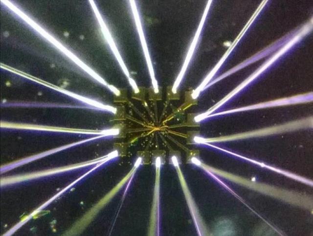 石墨烯潜的量子潜力——同时具有超导、绝缘和磁性的神奇材料